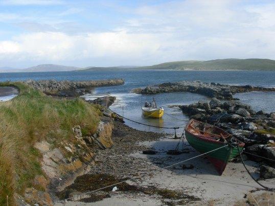 Cidhe Eolaigearraidh, with Fuday across the bay