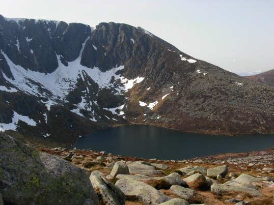 Lochan Lochnagar below the ridge of Lochnagar