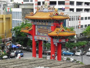 Chinatown Arch viewed from Wat Traimit
