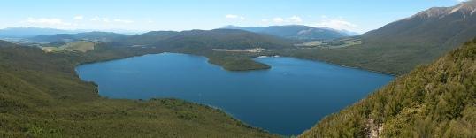 Descending towards Lake Rotoiti