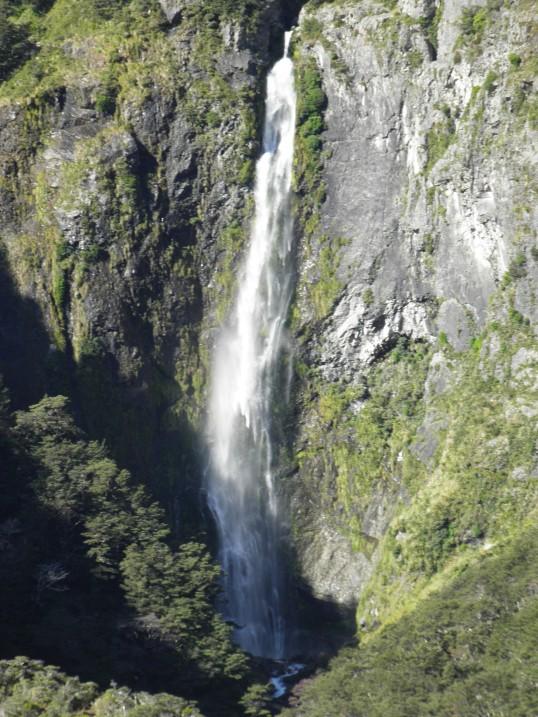 Full height of Devil's Punchbowl waterfall