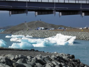 Icebergs under the bridge