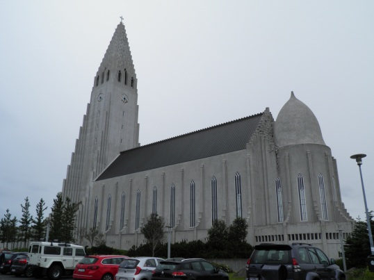 Walking around Hallgrímskirkja