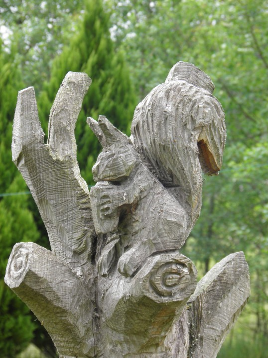 Squirrel tree carving