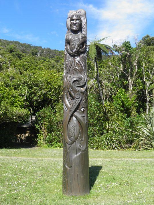 Maori totem pole